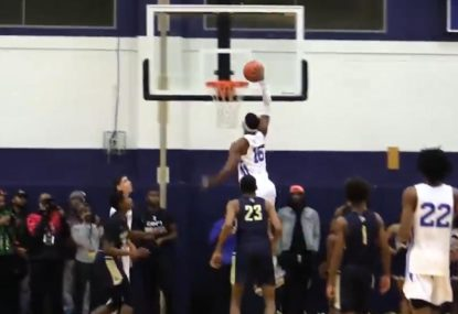 LaMelo Ball no-look assist sets up huge one-handed jam
