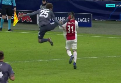 Thomas Muller sees red after ridiculous Kung-Fu kick