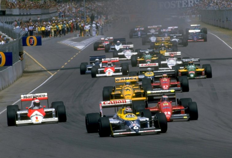 The field pulls away from the grid at the start of the 1987 Australian Grand Prix.