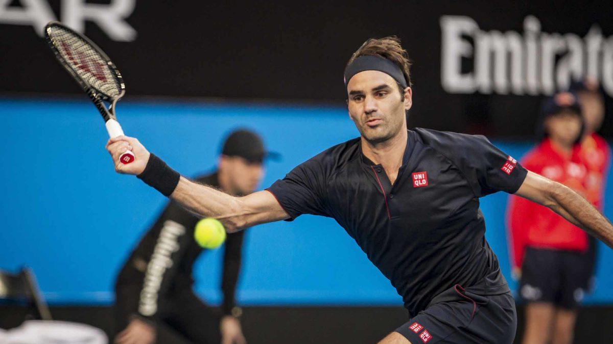 Federer cruises into second round in Paris