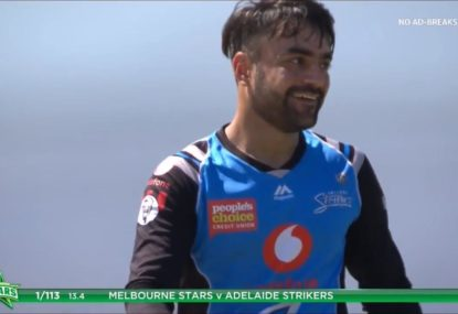 After more than 30 overs, the Strikers finally have another BBL wicket