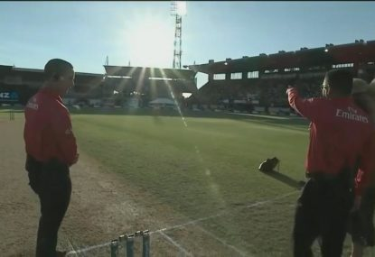 Setting New Zealand sun bizarrely causes disruption to India ODI