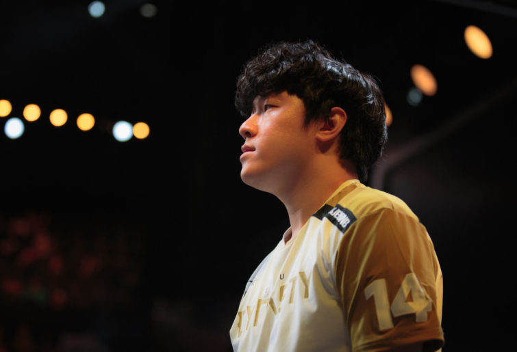 Seoul Dynasty player Ryujehong on the Overwatch League stage.