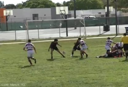 Scrumhalf catches defenders napping with expert blindside grubber