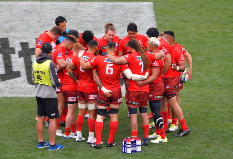 Sunwolves players huddle