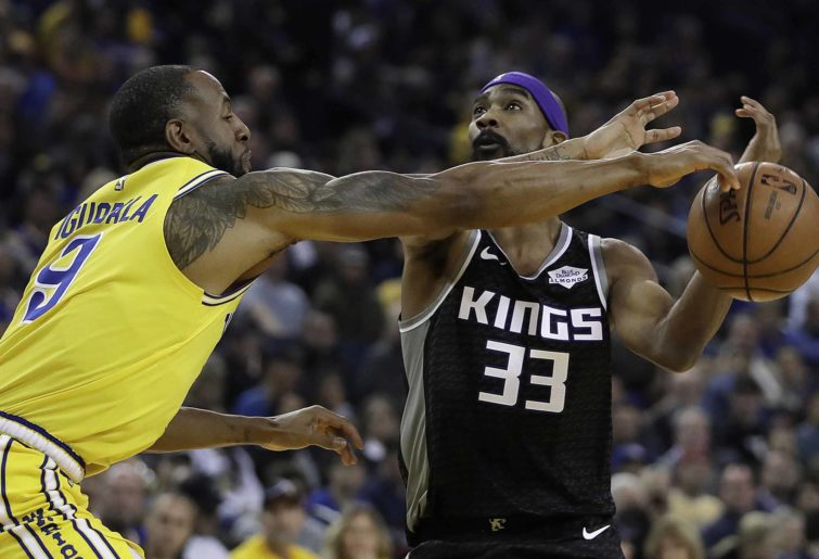 Golden State Warriors' Andre Iguodala, left, knocks the ball away from Sacramento Kings' Corey Brewer