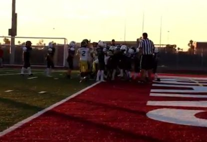 10-year-old American footballers pull out rugby-inspired rolling maul touchdown