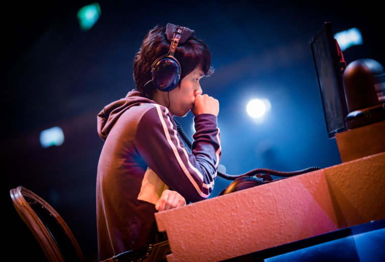 LFYueYing (Xu Kai) of China at a Hearthstone esports tournament.