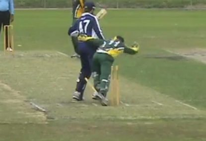 Keeper hilariously stumbles all over the stumps