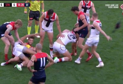 Jack Newnes has no chill, straight up rips Angus Brayshaw's helmet off