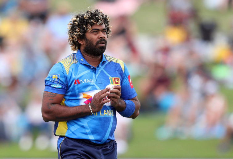 Lasith Malinga gets ready to bowl for Sri Lanka