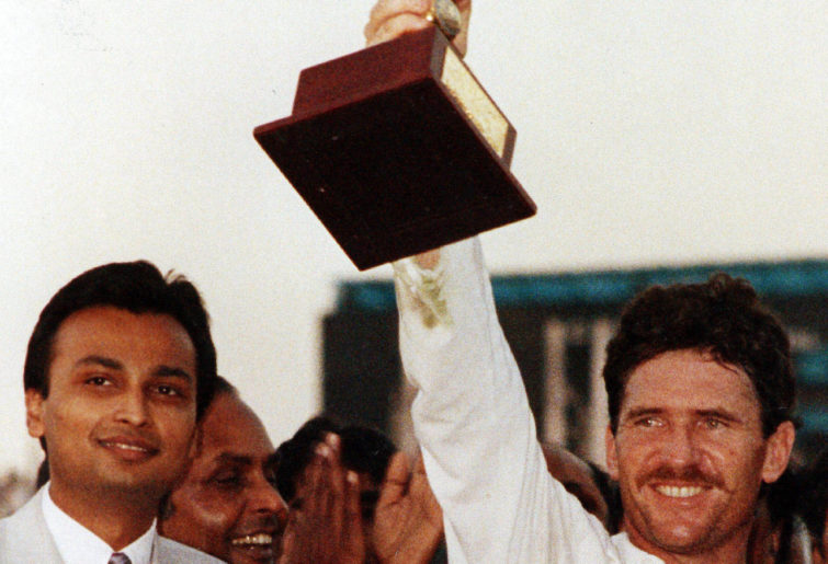 Allan Border lifts Australia's first World Cup