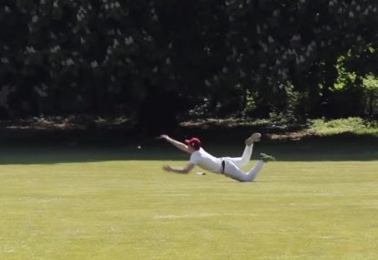 Clumsy fielder turns easy catch into desperate juggle
