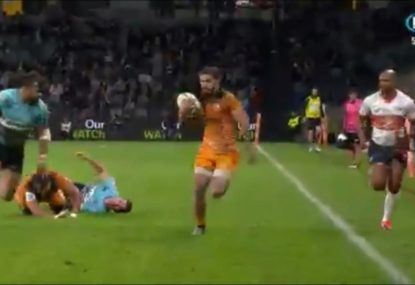 Kurtley Beale's poor defensive effort cannot stop the Jaguares from pouncing