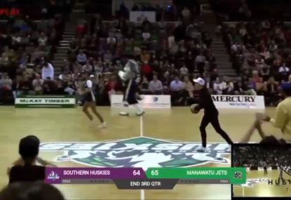 Tim Paine casually drains half-court shot on his first attempt