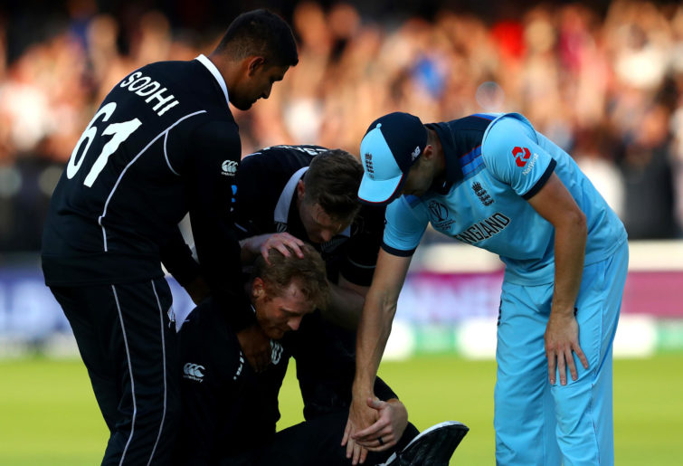 Chris Woakes consoles Martin Gutpill after the World Cup final