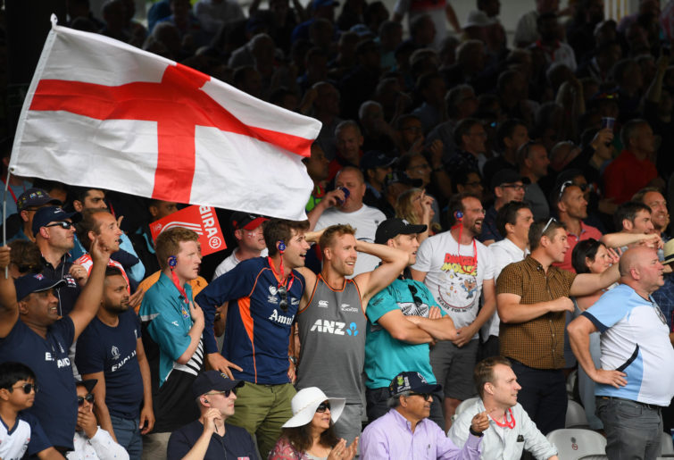England and New Zealand cricket fans