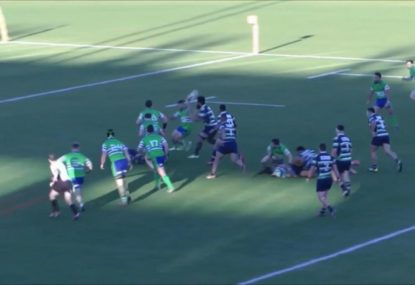 Hail Mary flick pass leads to a try from absolutely nothing