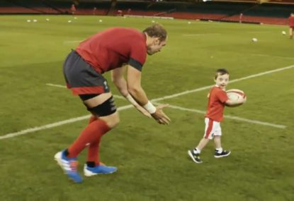 Alun Wyn Jones' classy act for young fan at Wales training