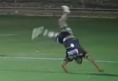 The ultimate hail mary pass produces superb acrobatic try