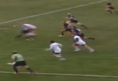 Zippy flyhalf gets CRUNCHED setting up runaway try