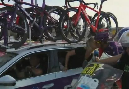 Spanish cyclist proposes to girlfriend mid-race