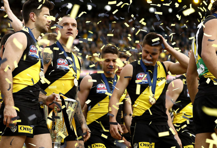 Richmond players with the 2019 premiership cup
