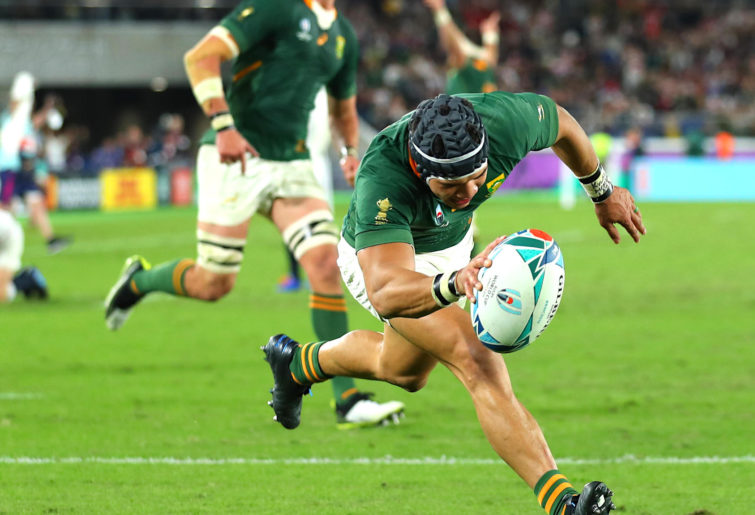 Cheslin Kolbe scores in the Rugby World Cup final