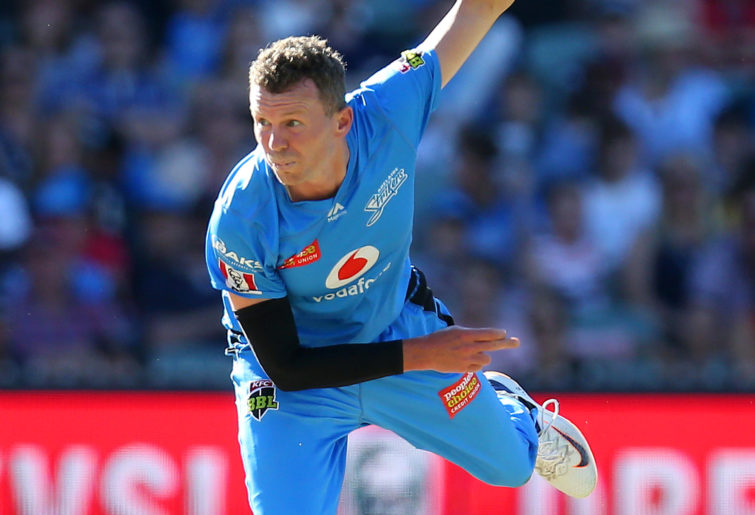 Peter Siddle bowls for the Strikers