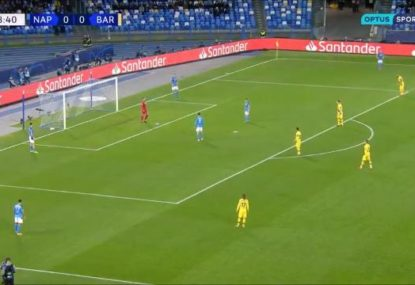 Napoli's bizarrely left-field goal kick setup against Barcelona raises eyebrows
