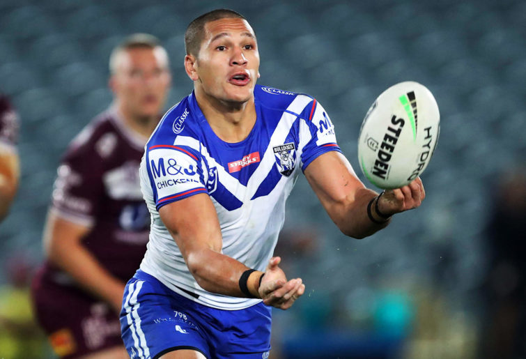 Dallin Watene-Zelezniak makes a pass