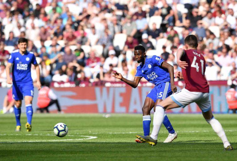 Leicester City's Nigerian midfielder Wilfred Ndidi (L) kicks the ball past West Ham United's Irish defender Declan Rice