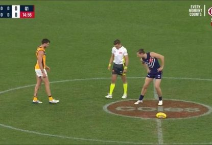 Hawks skipper's sneaky move at the coin toss bewilders Nat Fyfe