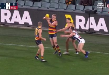 Crows ruckman somehow doesn't get pinged for this hilarious 'handball'