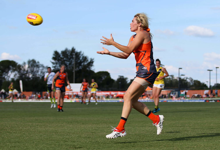 Jacinda Barclay of GWS Giants marks the ball