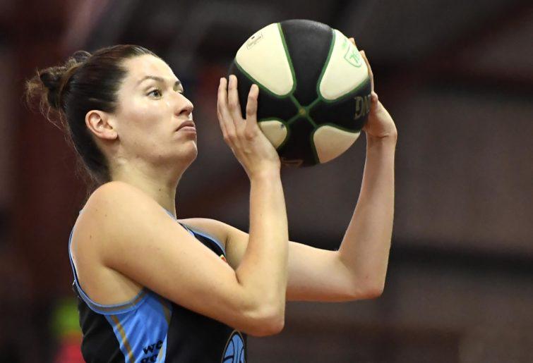 Hannah Kaser aims the ball