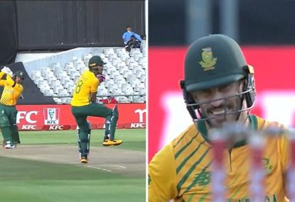Commentators in stitches as de Kock slog nearly 'wipes out' Faf