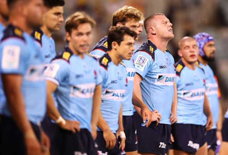 Angus Bell and the Waratahs look dejected