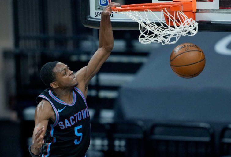 De'Aaron Fox #5 of the Sacramento Kings