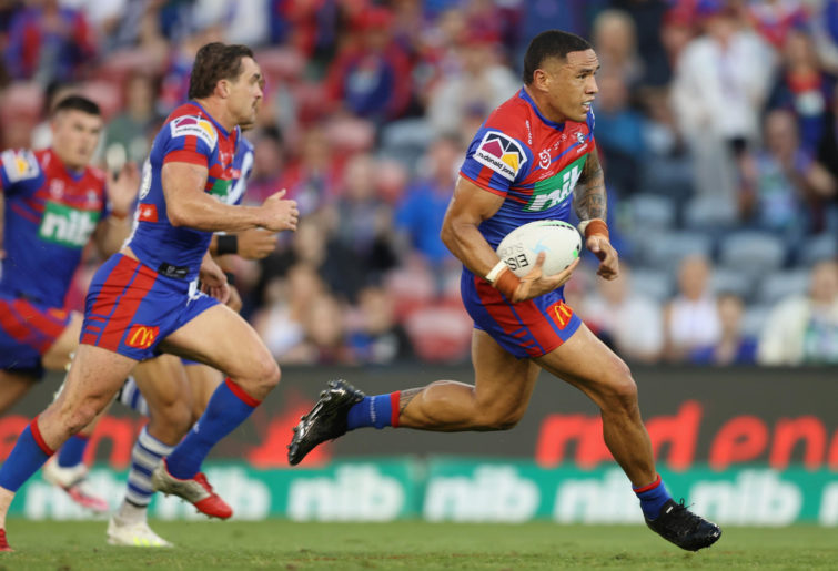 Tyson Frizell of the Knights in action