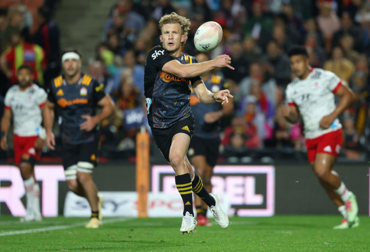 Damian McKenzie of the Chiefs passes the ball