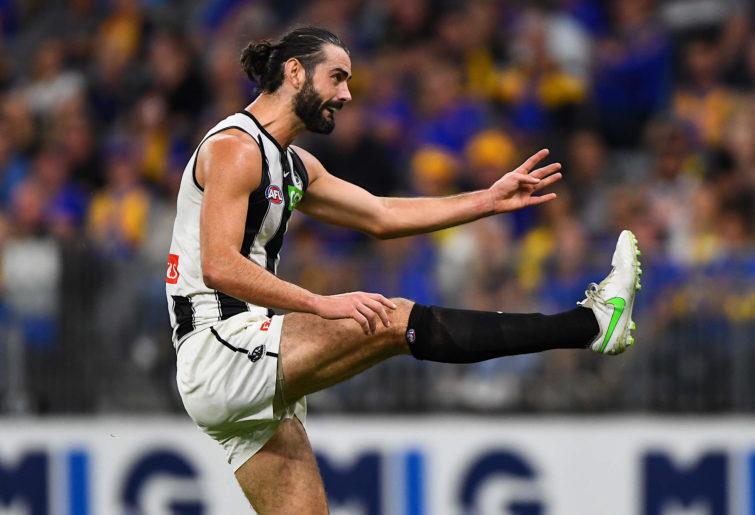 Brodie Grundy kicks