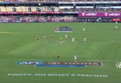 Freo defender caught making hilarious mistake seconds before the first bounce