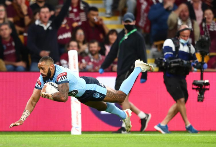 Josh Addo-Carr scores a try in Queensland