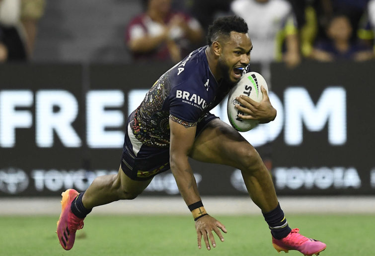 Hamiso Tabuai-Fidow goes in for a try