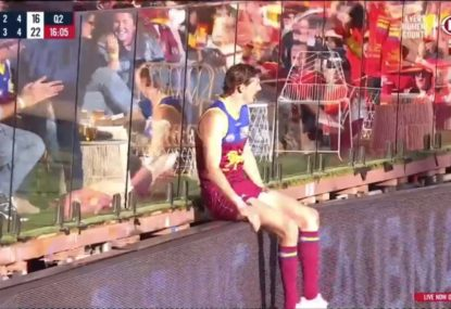 Joe Daniher tries to do the unselfish thing, accidentally costs Brisbane a goal