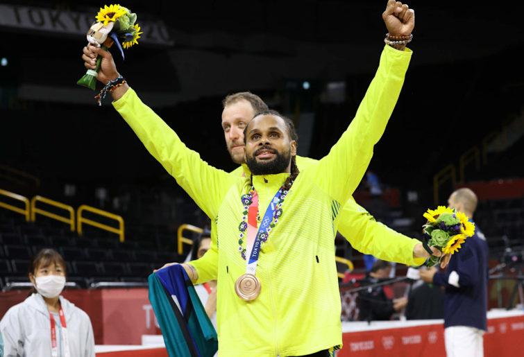 Patty Mills celebrates winning Bronze at Tokyo 2020
