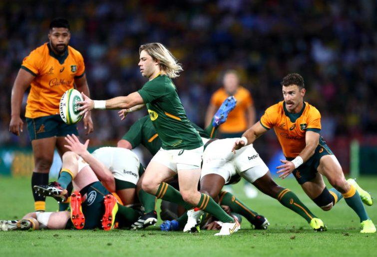 BRISBANE, AUSTRALIA - SEPTEMBER 18: Faf de Klerk of South Africa kicks the ball