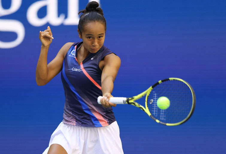 Leylah Fernandez hits a forehand at the US Open