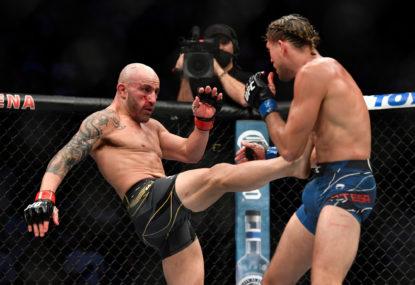 Aussie Volkanovski defends UFC title in brutal display